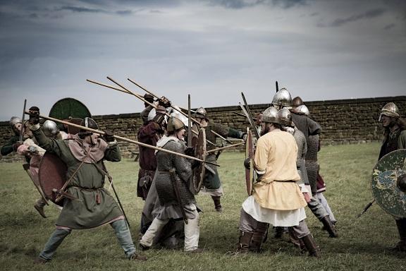 Viking harcosok lándzsával